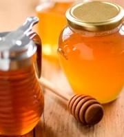 Selama ini banyak orang mengenal madu sebatas sebagai jenis makanan. Mungkin kita tahu kalau madu memiliki banyak manfaat untuk kesehatan dan kecantikan. Dan tentu ada sejumlah produk kecantikan yang dapat dibeli di toko-toko yang berbahan dasar madu, bagi Anda yang tak mau ribet. Tapi jika Anda lebih senang mengambil manfaat madu alami untuk memoles kecantikan Anda, simak tips yang kami suguhkan ini.